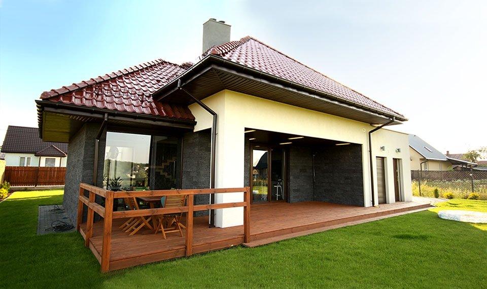 Projekt i realizacja domu jednorodzinnego widok od strony ogrodu (zdjęcie)