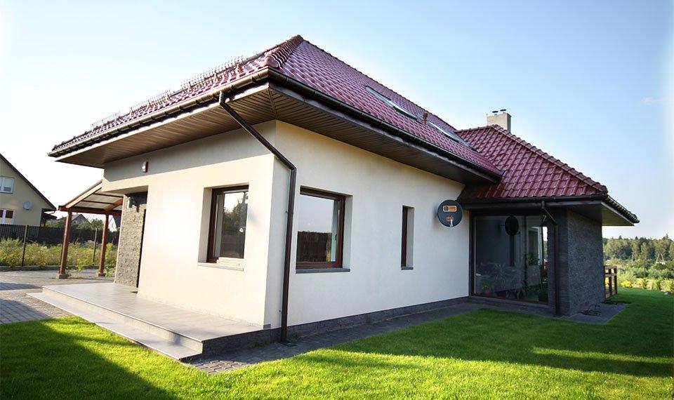 Projekt i realizacja domu jednorodzinnego widok od strony frontowej (zdjęcie)